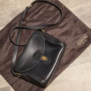 Vintage Black Leather Coach Turnlock Crossbody